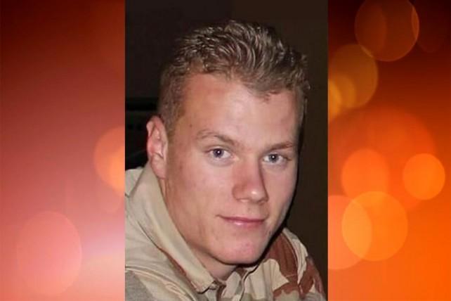 Honneurs militaires rendus au caporal Thomas Guillebault du CPA 20, décédé accidentellement en mission au Niger. 131227-thomas-guillebault-642x428