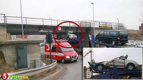 حادث سياره محمله على شاحنه Tn22