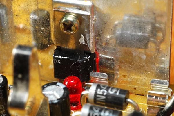 Chargeur visseuse Hitachi fusible interne qui saute Uc9sc4