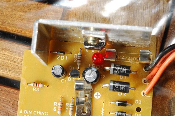 Chargeur visseuse Hitachi fusible interne qui saute Uc9sc5