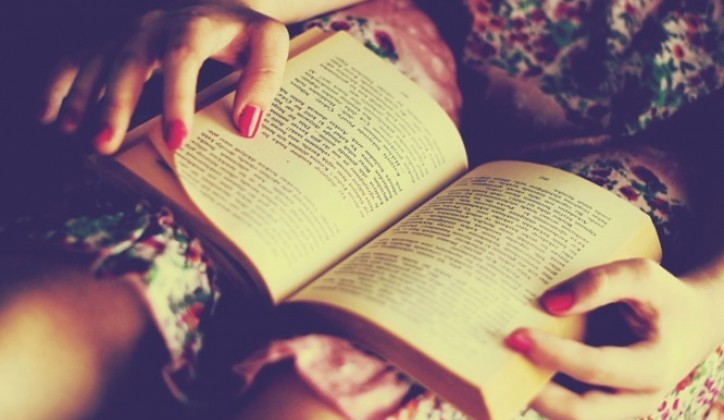 Što misliš da sada radi osoba iznad prikaži slikom - Page 18 Women-dress-reading-books-turkish-nail-polish