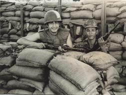 13/03/10  El Corazón de las Tinieblas I: La Guerra Vietnam3--253x190
