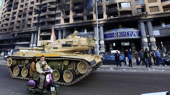 Israel - Comienza la Revolución en Egipto. Ejercitoo--644x362