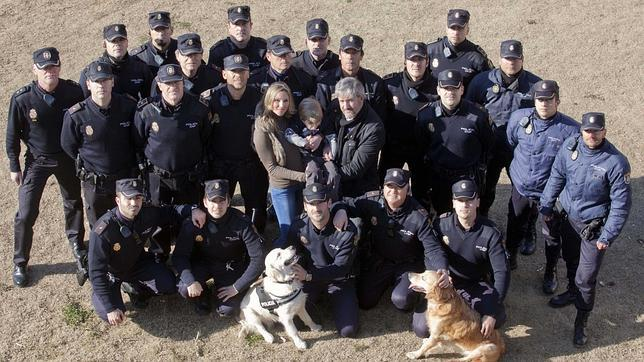 El primer calendario solidario de la Policía Nacional recaudará fondos para Adrián Calendario-policia--644x362