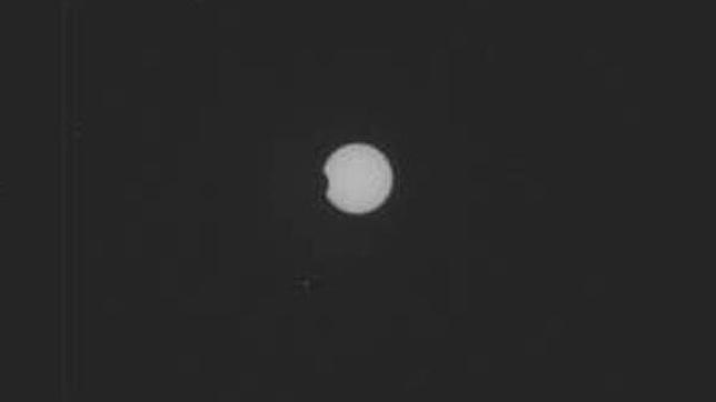 Curiosity en Marte, un hito en la exploración espacial - Página 4 Curiosity_phobos-eclipse--644x362