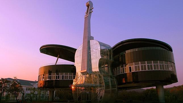 Los diez edificios más raros del mundo Casa_piano--644x362