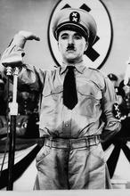 El «ridículo» robo del cadáver de Chaplin  Chaplin-1940--146x220