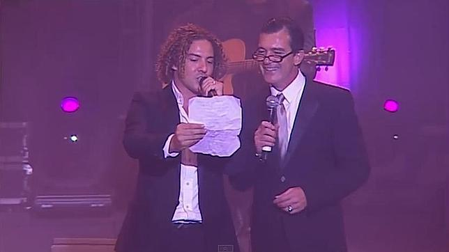 ¿Cuánto mide David Bisbal? - Altura real: 1,73 - Real height Bisbal-banderas-mariachi--644x362