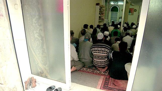 """Acciones yihadistas, islamismo y llamamiento$ a """"la unidad social y democrática contra la barbarie"""". Cómo y para qué camuflan la explotación y el dominio de clase capitalistas. - Página 3 Mezquita--644x362"""