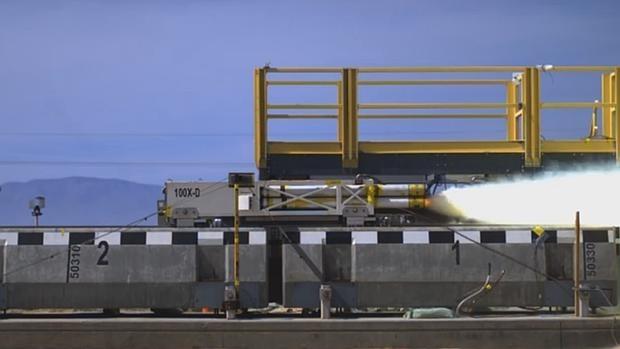 """VIDEO: el tren que """"vuela"""" a más de 1.000 km por hora Maglev-holloman--620x349"""