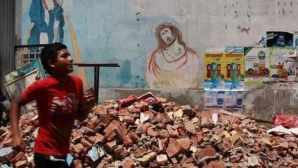 Católico materialismo. Religión e intereses económicos  y  capitalistas - Página 8 Terremoto-ecuador--420x236