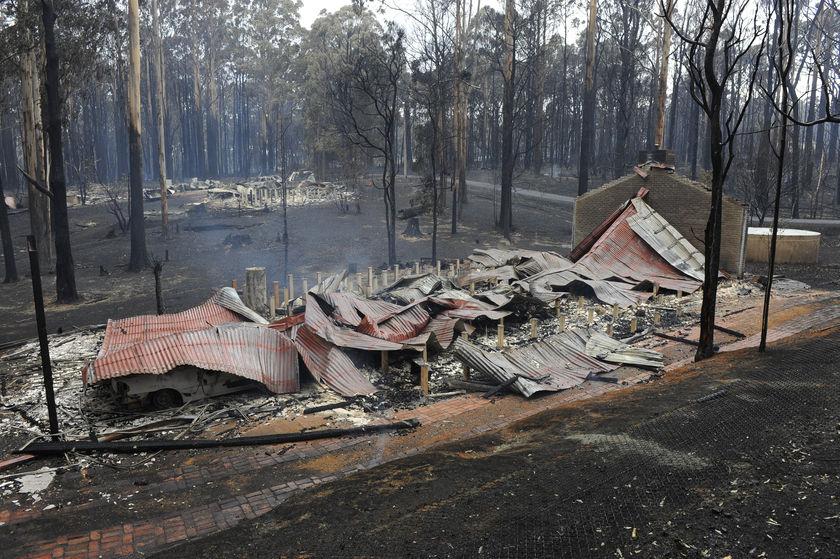 Australia's worst bushfire disaster R337417_1531012