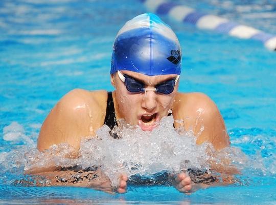 السباحة تاريخها و انواعها وفوائدها  Nibal%20yammout%2003082008