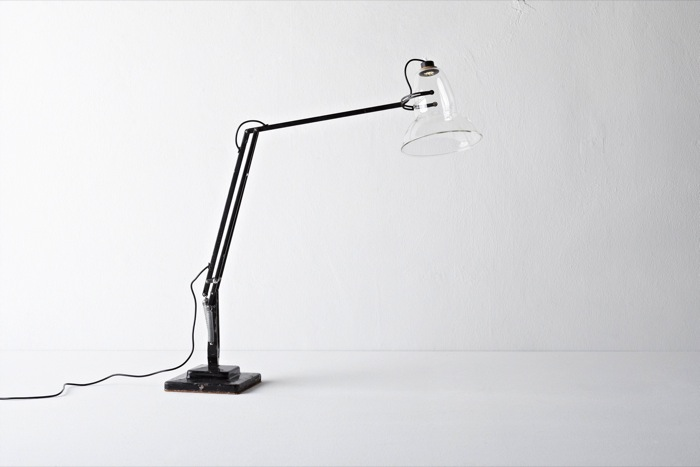 [lampe de bureau] Anglepoise Revisited By Henry Wilson Henry-wilson-angle-poison-at-Valerie-Traan-Antwerp_Gal700px
