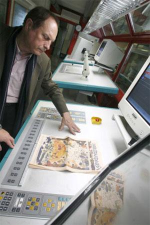 Er gestaltet Mosaike, Flaschenetiketten, Geschirr, Wursthäute, Briefmarken 1224172906032164