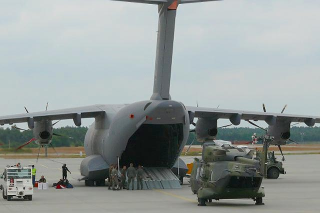 Airbus A400M - Page 9 A400m-nh90-beladung51uvj