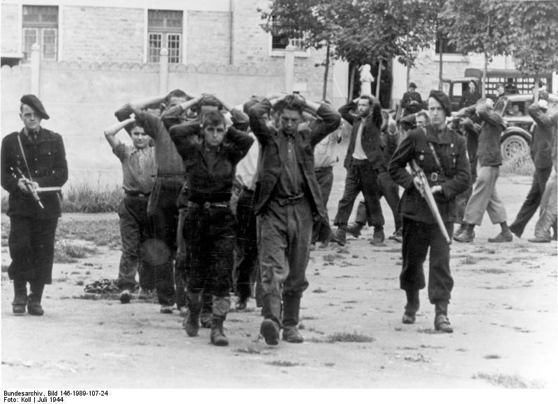 Quid de l'armement français (resté en France) durant l'occupation, stocké, utilisé, détruit? - Page 2 Bundesarchiv_bild_146-bife