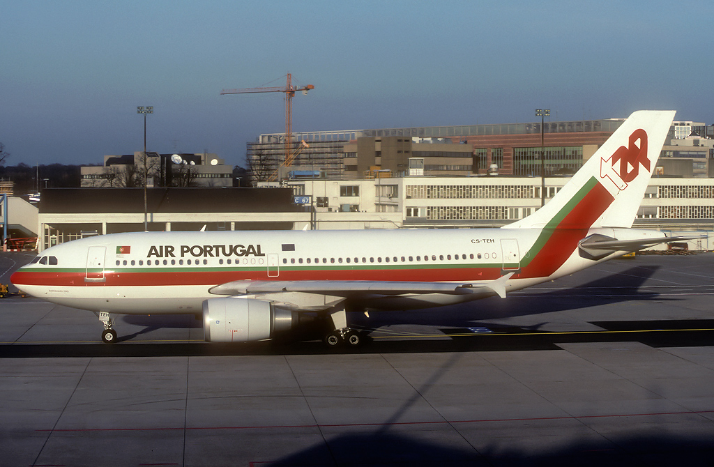 A310 in FRA - Page 2 Cs-teh_17-01-93tdjoq