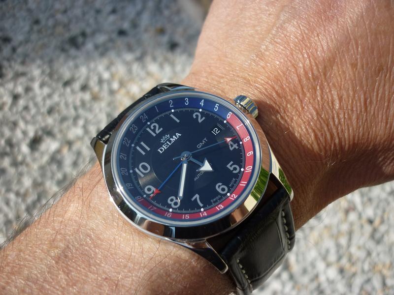 Recherche montre avec aiguille en forme de petit avion P1190544r5f0a