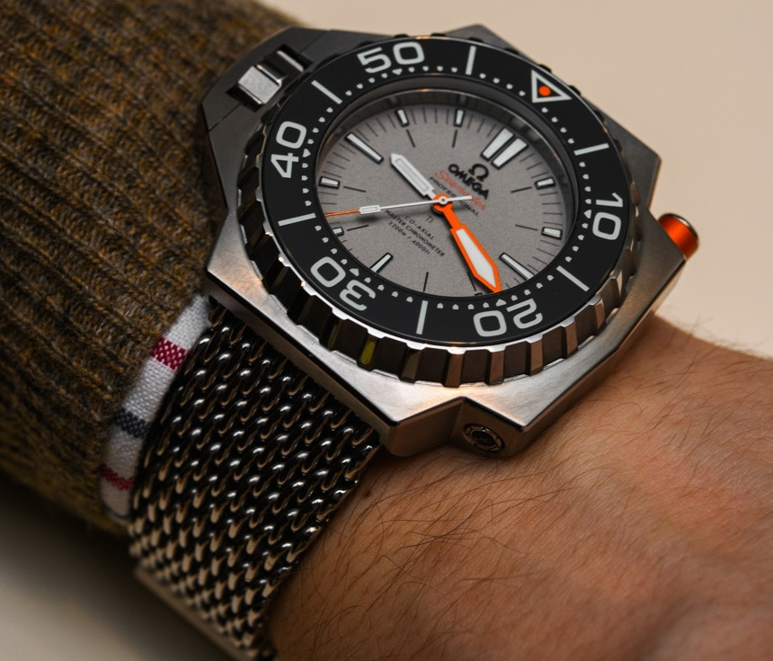 3 Aiguilles plongeuse Omega-Seamaster-Ploprof-1200M-2015-ablogtowatch-hands-on-23