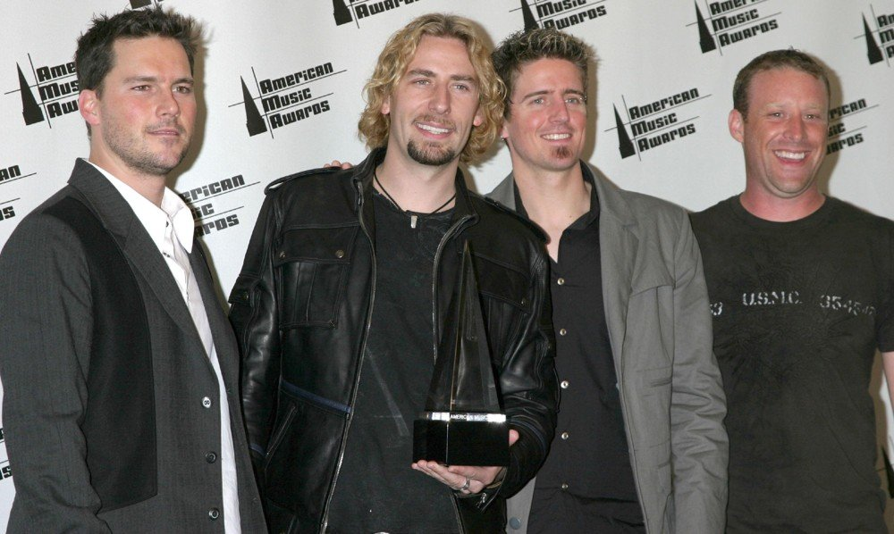 Nickelback  Nickelback-american-music-awards-2006-press-room-01