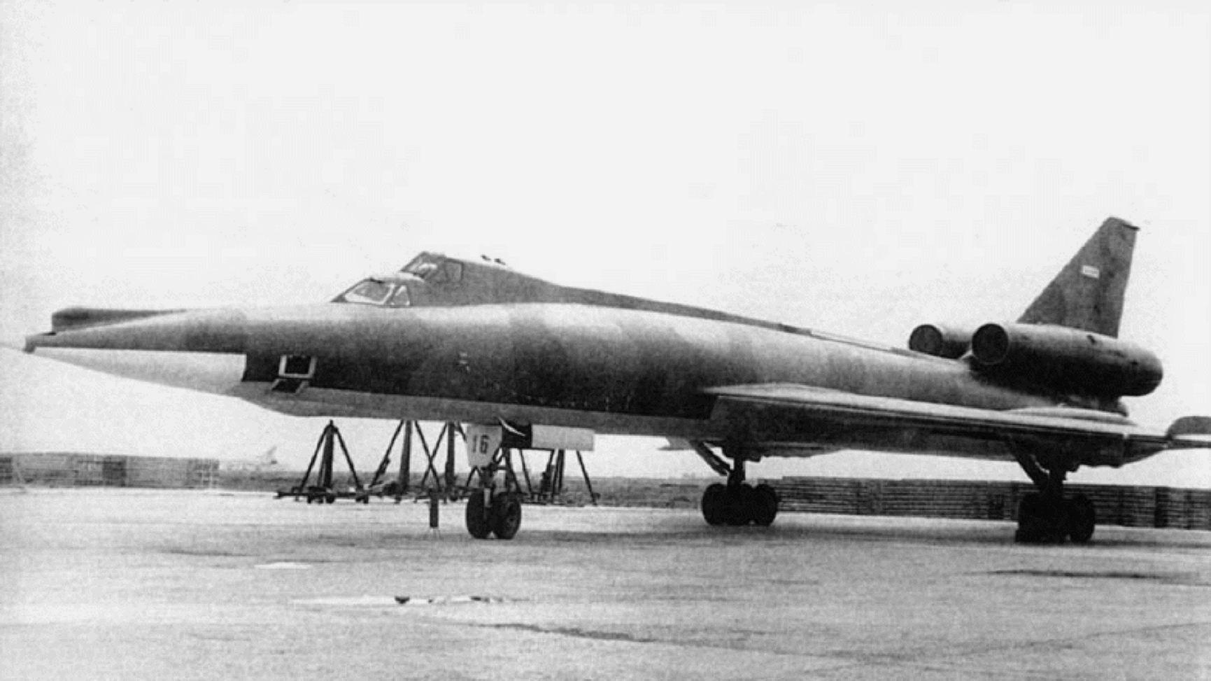 قاذفة القنابل tu-22 Blinder_13