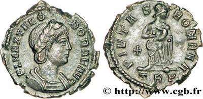AE4 de Teodora, PIETAS ROMANA. Trier 1241130.m