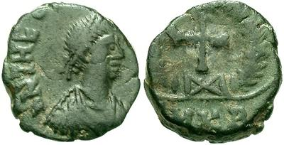 Nummus de Teodosio II. Cruz. Cycico? 10892.m