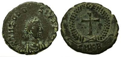 Nummus de Teodosio II. Cruz. Cycico? 22620.m