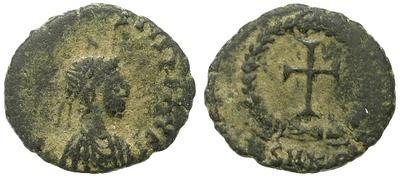 Nummus de Teodosio II. Cruz. Cycico? 26584.m