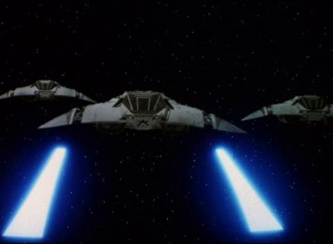 Cuidado com os lasers... BSG-Cylon-Raiders-Attack