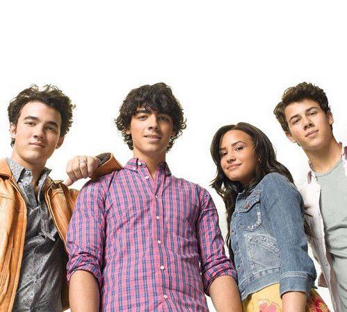 [Disney Channel Original Movie] Camp Rock 2 : Le Face à Face (2010) - Page 5 Camp_Rock_2_camp_rock_8771272_500_450