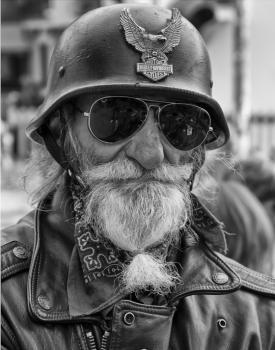 Vieilles photos (pour ceux qui aiment les anciennes photos de bikers ou autre......) Old_biker_1