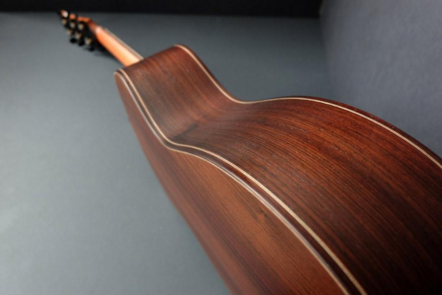 un nouveau jeune luthier français Guitare-folk-luthier