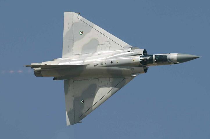 كل واحد يخبرنا ايش المقاتلات الحربيه التي ستشتريها دولته خلال 4 او 8 سنوات   - صفحة 3 Mirage-2000-UAE-militaryphotosnet