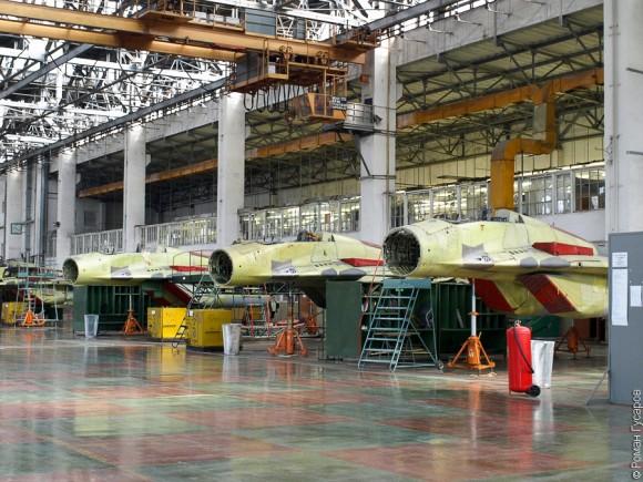 Fotos da linha de montagem dos caças MiG-29 Linha-de-montagem-MiG29K-1-580x435
