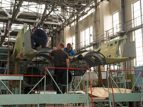 Fotos da linha de montagem dos caças MiG-29 Linha-de-montagem-MiG29K-3-580x435
