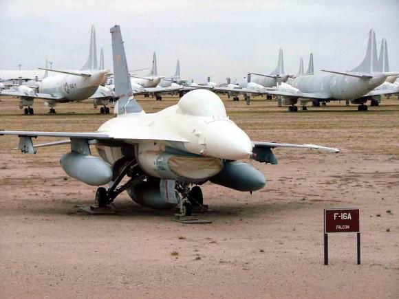 Existem dois tipos de 'Desert Falcons'… F-16A_Falcon_047-580x435