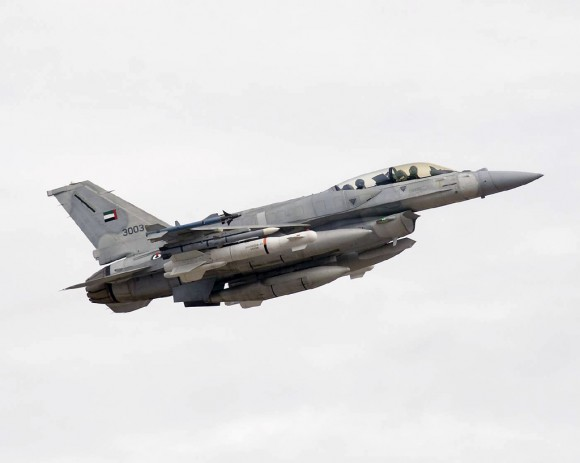 Existem dois tipos de 'Desert Falcons'… United-Arab-Emirates-UAE-F-16F-Desert-Falcon_28-580x463