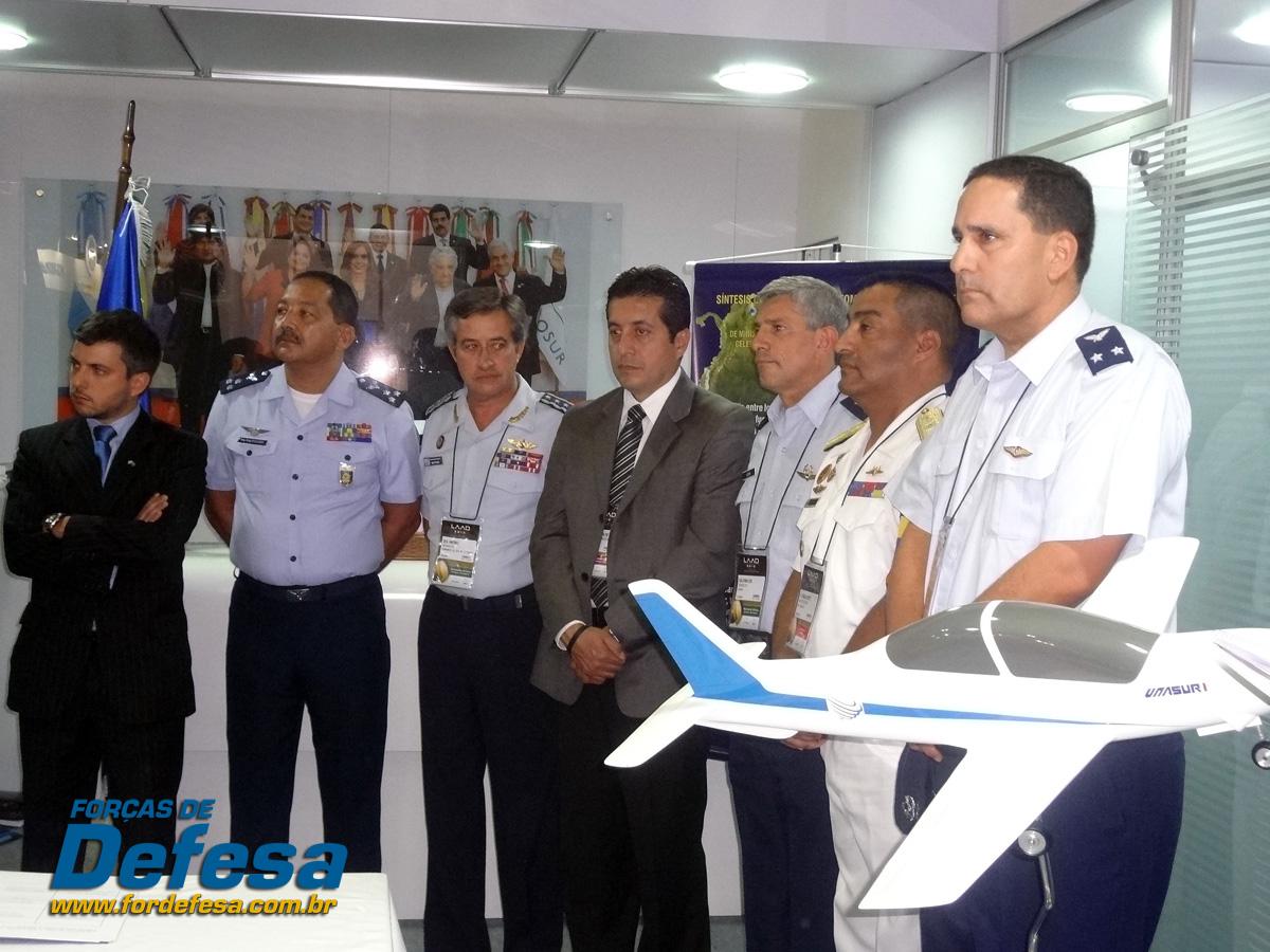Avanza el proyecto del primer avión de entrenamiento de la Unasur Assinatura-formacao-do-comite-consultivo-do-treinador-da-UNASUL