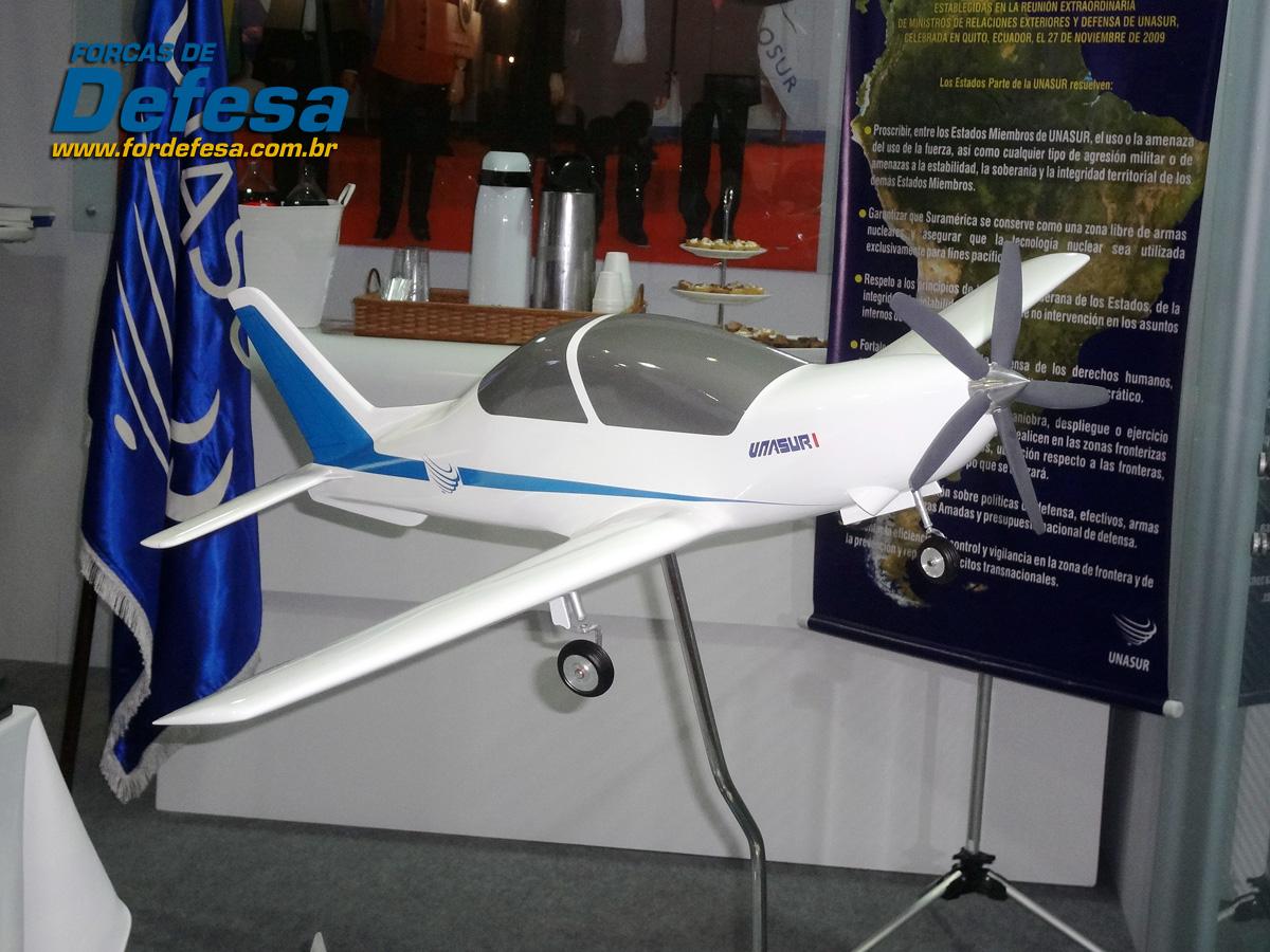 Avanza el proyecto del primer avión de entrenamiento de la Unasur Maquete-treinador-basico-da-UNASUL