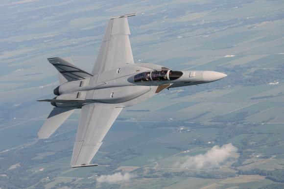 Boeing F/A-18E/F Super Hornet  (caza polivalente con capacidad para operar desde portaaviones)  - Página 5 Advanced-Super-Hornet-com-CFT-foto-Boeing-1200px-580x386