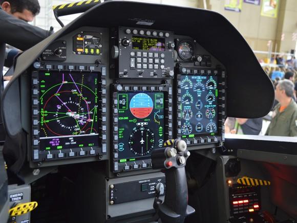 FUERZA AÉREA DE BOLIVIA - Página 3 Pampa-III-cockpit-580x435