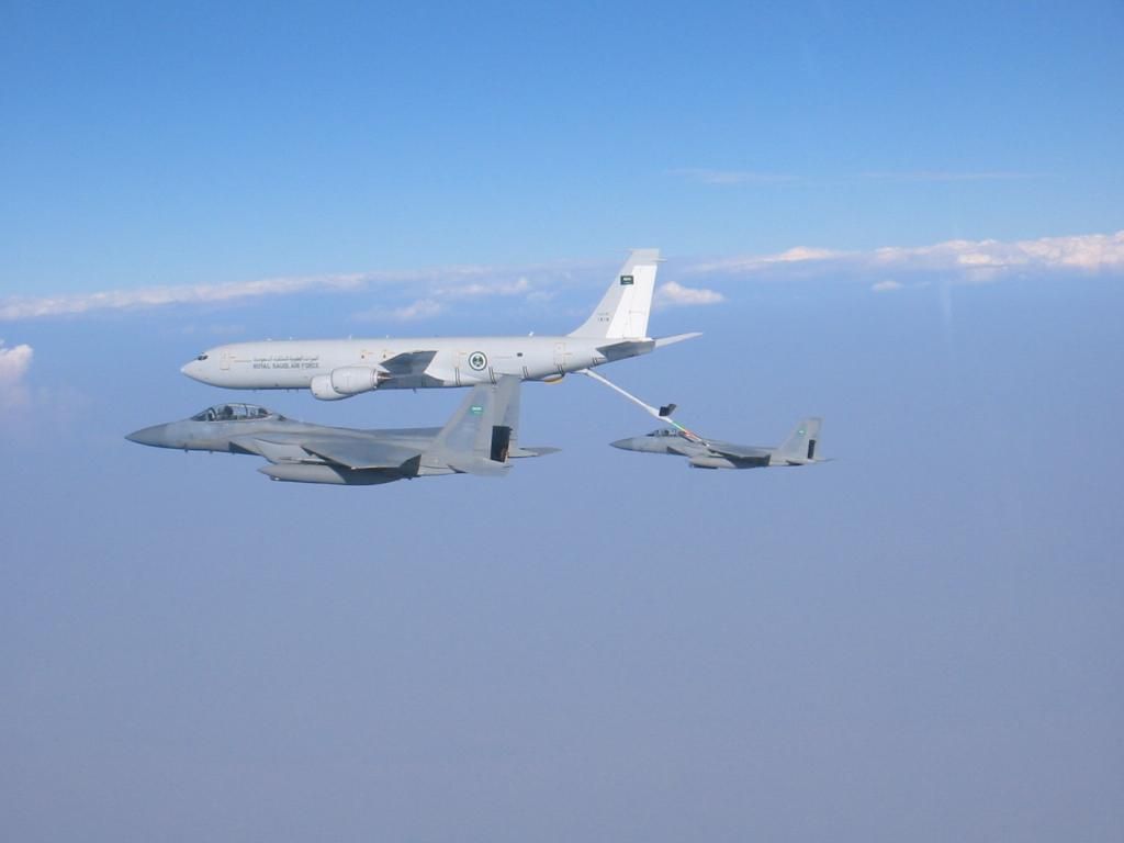 معارك سعودية في اآلسمآء الامريكية..!!  - صفحة 2 F-15-saudi-arabia-em-reabast-voo