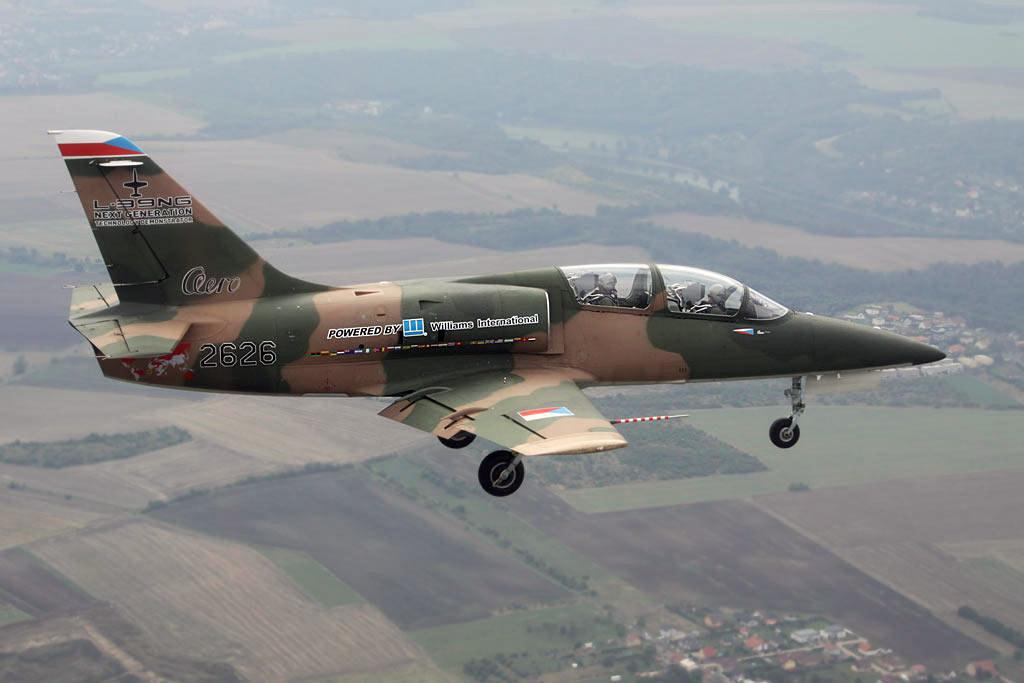 Caza reemplazo del MIRAGE y A4-AR. - Página 2 L-39NG-Erstflug.jpg.6968242