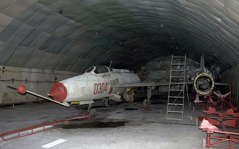 MiG-21 Fishbed F-7%200304%20CLOFTING%20IMG_0462_filtered