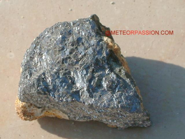 Les pierres terrestres souvent confondues avec une météorite ID%20oxyde1