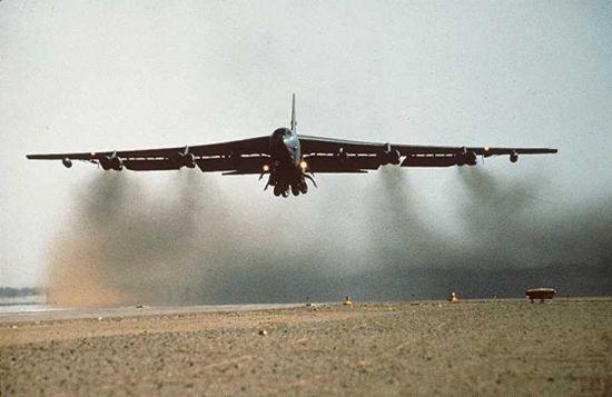 اسرع 50 طائرة في العالم B52_04
