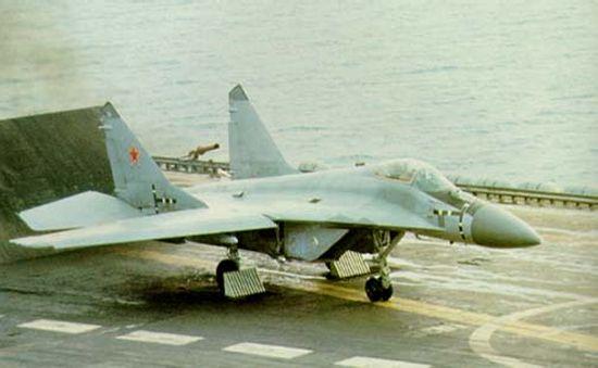 موسوعة اجيال الطائرات المقاتلة واشهر طائرات كل جيل - صفحة 10 Mig29k_02