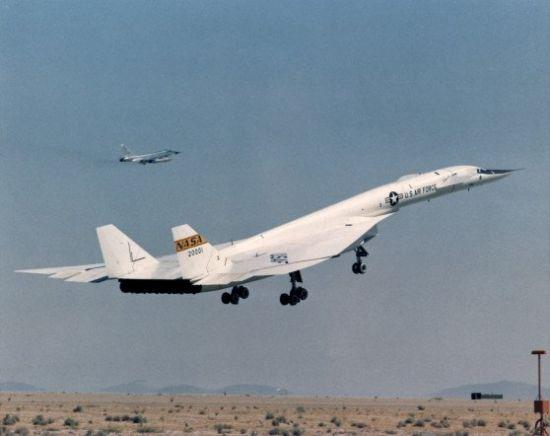 اسرع 50 طائرة في العالم Xb70_02